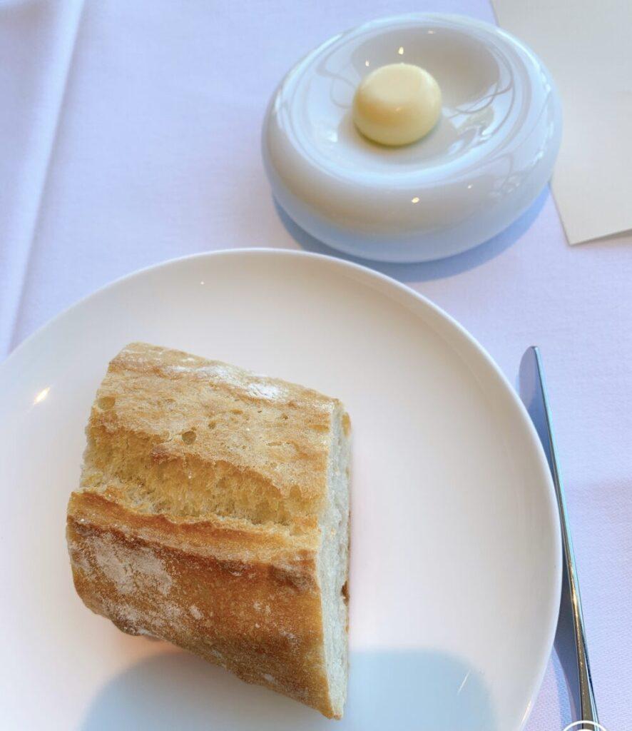 フランスパンとバター