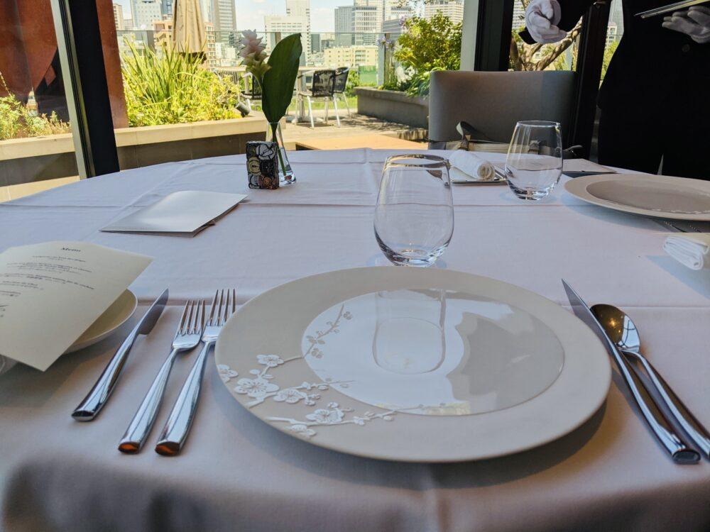 フィリップミルのテーブル